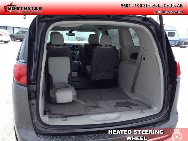 2017 Chrysler Pacifica Touring-L Plus (Stk: QU031) in  - Image 6 of 11