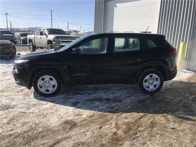 2017 Jeep Cherokee Sport (Stk: 1719221) in Thunder Bay - Image 2 of 15