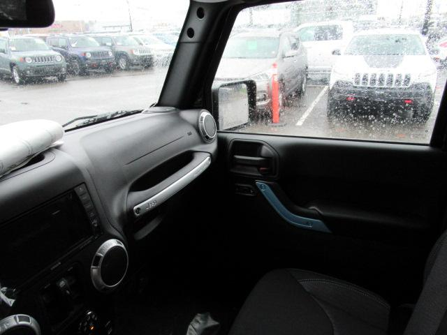 2018 Jeep Wrangler JK Unlimited Sahara (Stk: J872286) in Surrey - Image 8 of 14