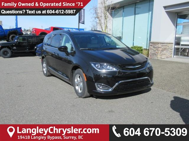 2018 Chrysler Pacifica Hybrid Touring-L (Stk: J126839) in Surrey - Image 1 of 20
