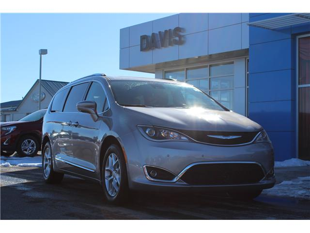 2017 Chrysler Pacifica Touring-L Plus (Stk: 174201) in Claresholm - Image 1 of 18