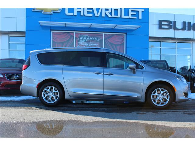 2017 Chrysler Pacifica Touring-L Plus (Stk: 174201) in Claresholm - Image 2 of 18