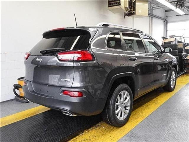 2018 Jeep Cherokee North (Stk: K407160) in Burnaby - Image 2 of 5