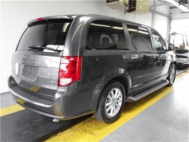 2017 Dodge Grand Caravan CVP/SXT (Stk: M611800) in Burnaby - Image 2 of 6