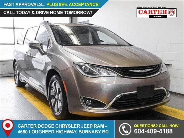 2017 Chrysler Pacifica Hybrid Platinum (Stk: W688600) in Burnaby - Image 1 of 6