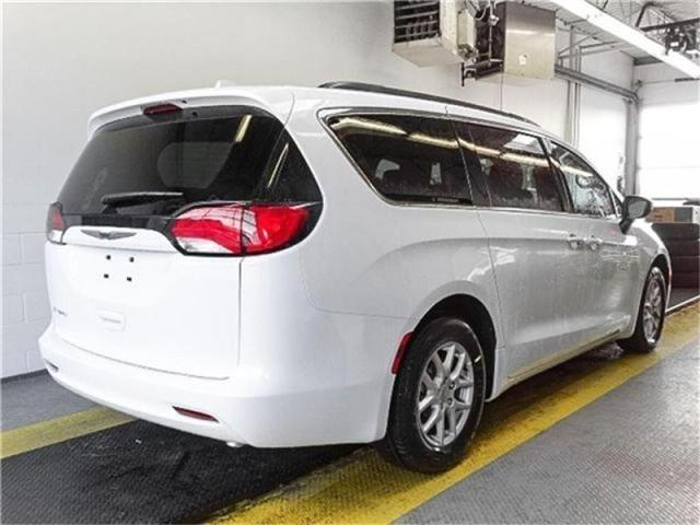 2017 Chrysler Pacifica LX (Stk: W830850) in Burnaby - Image 2 of 7