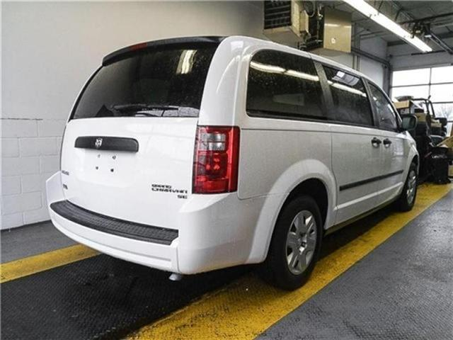 2010 Dodge Grand Caravan SE (Stk: M825661) in Burnaby - Image 2 of 22