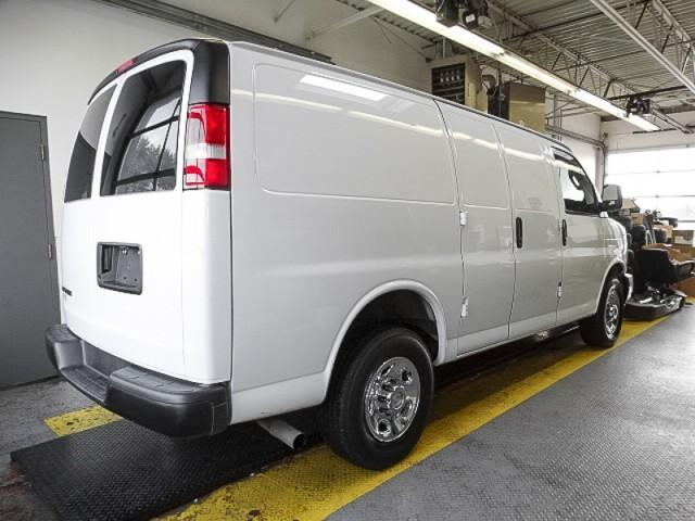 2017 Chevrolet Express 2500 1WT (Stk: 9-5785-0) in Burnaby - Image 2 of 23
