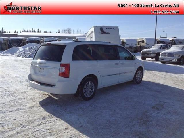 2014 Chrysler Town & Country Touring-L (Stk: RT065A) in  - Image 4 of 16