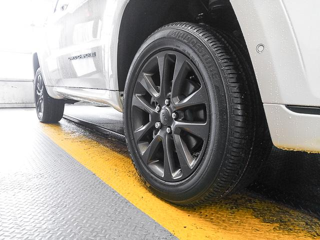 2018 Jeep Grand Cherokee Overland (Stk: G720570) in Burnaby - Image 2 of 6