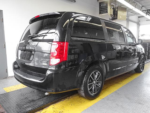 2017 Dodge Grand Caravan GT (Stk: 9-5670-0) in Burnaby - Image 2 of 25