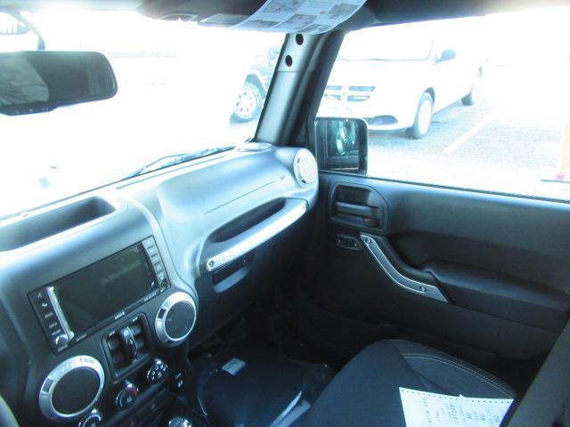 2018 Jeep Wrangler JK Unlimited Sahara (Stk: J864103) in Surrey - Image 10 of 14