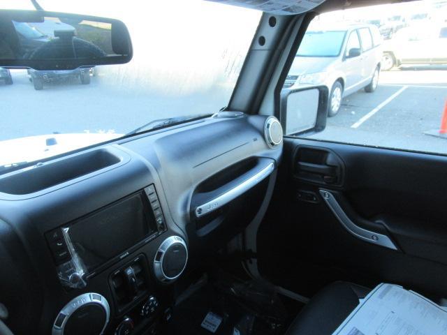 2018 Jeep Wrangler JK Unlimited Sahara (Stk: J864095) in Surrey - Image 10 of 14
