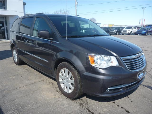 2016 Chrysler Town & Country Touring (Stk: 8U021) in Wilkie - Image 1 of 19