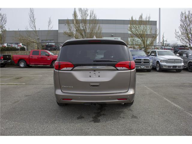 2017 Chrysler Pacifica Touring (Stk: H837809) in Abbotsford - Image 6 of 26