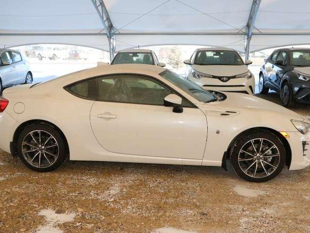 2017 Toyota 86 Base (Stk: 2701369) in Calgary - Image 2 of 5