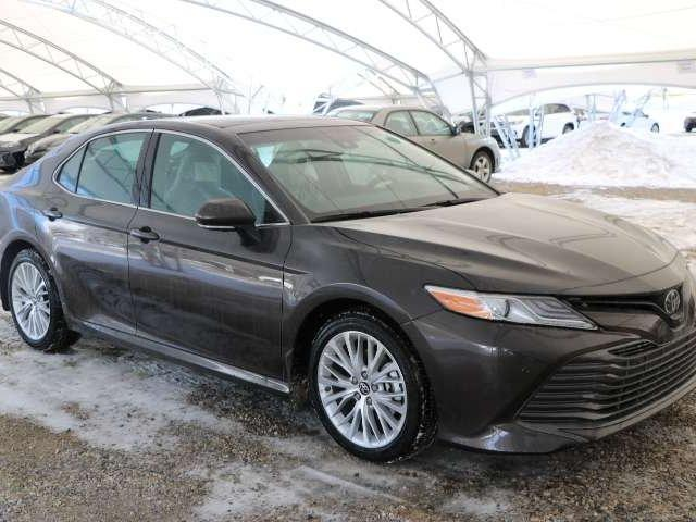 2018 Toyota Camry XLE V6 (Stk: 2800170) in Calgary - Image 1 of 6
