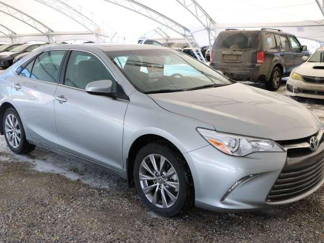 2016 Toyota Camry XLE (Stk: 2600518) in Calgary - Image 1 of 6