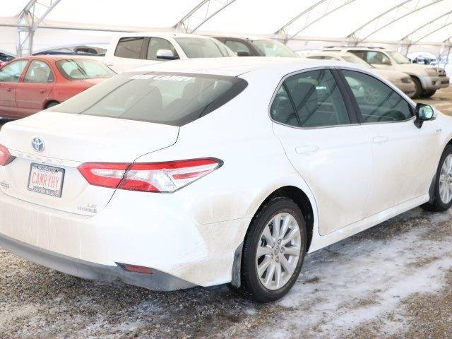 2018 Toyota Camry Hybrid LE (Stk: 2800597) in Calgary - Image 1 of 6