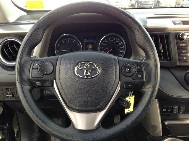 2017 Toyota RAV4 LE (Stk: 284046) in Calgary - Image 10 of 13