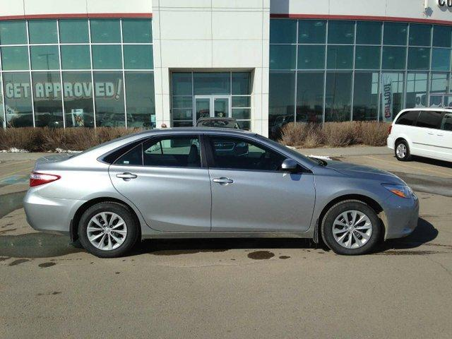 2017 Toyota Camry LE (Stk: 284061) in Calgary - Image 2 of 14