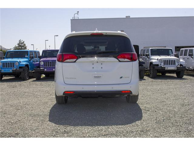 2017 Chrysler Pacifica Hybrid Platinum (Stk: H745558) in Abbotsford - Image 6 of 29