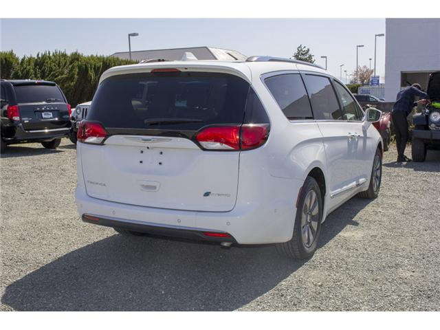 2017 Chrysler Pacifica Hybrid Platinum (Stk: H745558) in Abbotsford - Image 7 of 29