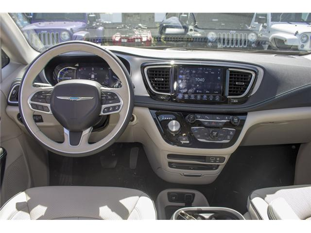 2017 Chrysler Pacifica Hybrid Platinum (Stk: H745558) in Abbotsford - Image 16 of 29