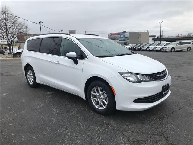 2018 Chrysler Pacifica LX (Stk: 1837) in Windsor - Image 1 of 11