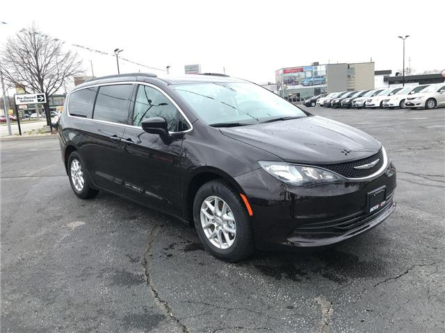 2018 Chrysler Pacifica LX (Stk: 18219) in Windsor - Image 1 of 11