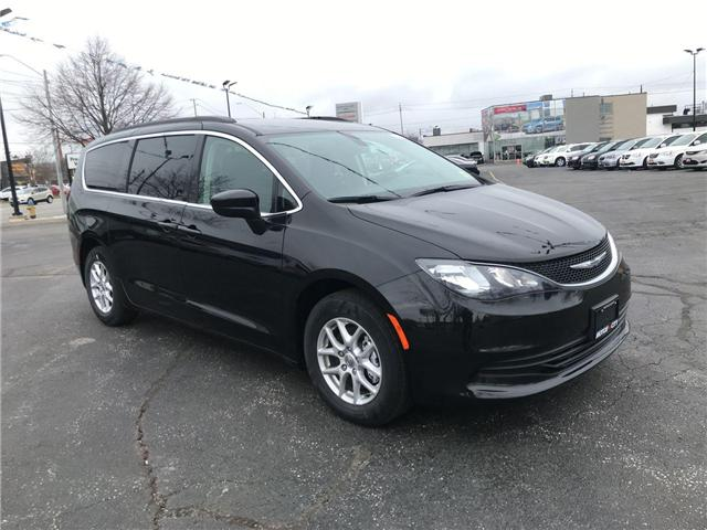 2018 Chrysler Pacifica LX (Stk: 1881) in Windsor - Image 1 of 11