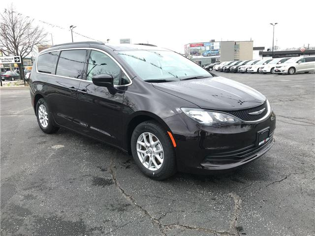 2018 Chrysler Pacifica LX (Stk: 18157) in Windsor - Image 1 of 11