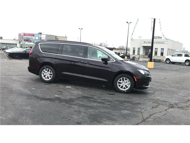 2018 Chrysler Pacifica LX (Stk: 18157) in Windsor - Image 9 of 11