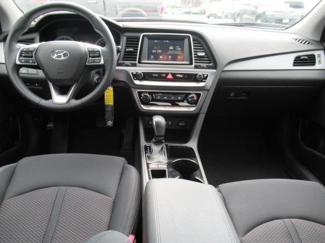 2018 Hyundai Sonata GL (Stk: EE890970) in Surrey - Image 20 of 27
