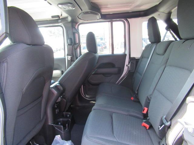 2018 Jeep Wrangler Unlimited Sahara (Stk: J153669) in Surrey - Image 11 of 14