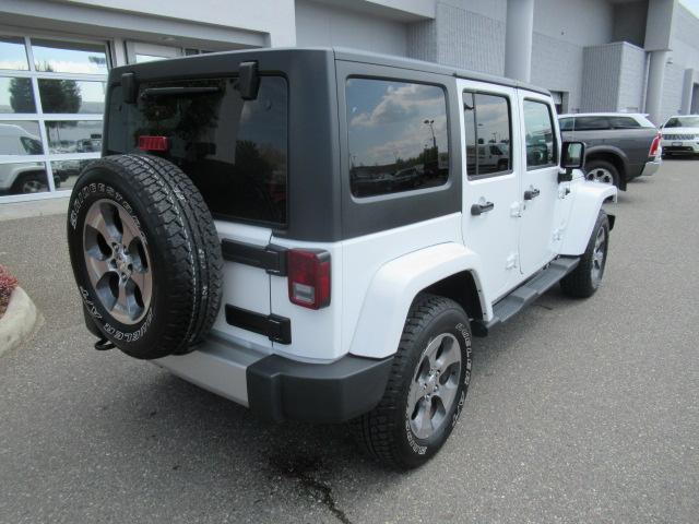 2017 Jeep Wrangler Unlimited Sahara (Stk: EE891590) in Surrey - Image 7 of 27
