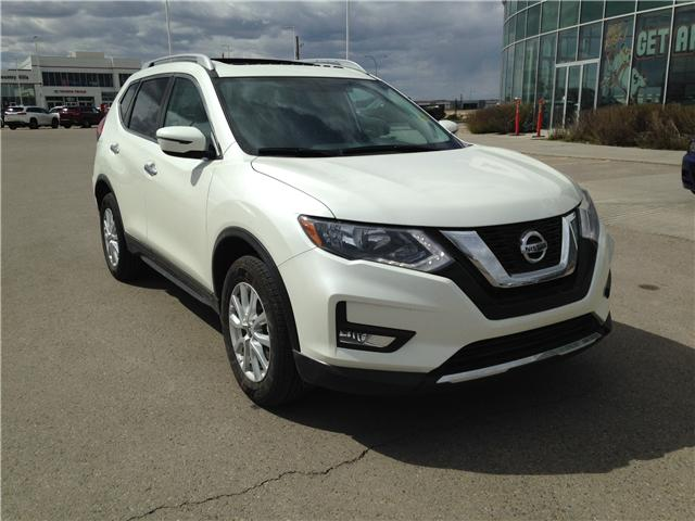 2017 Nissan Rogue SV (Stk: 284082) in Calgary - Image 1 of 14