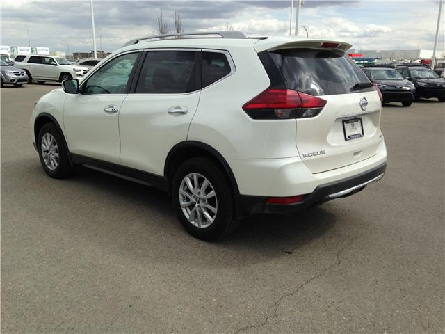 2017 Nissan Rogue SV (Stk: 284082) in Calgary - Image 5 of 14