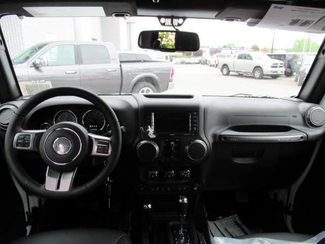 2018 Jeep Wrangler JK Unlimited Sahara (Stk: J886045) in Surrey - Image 12 of 14