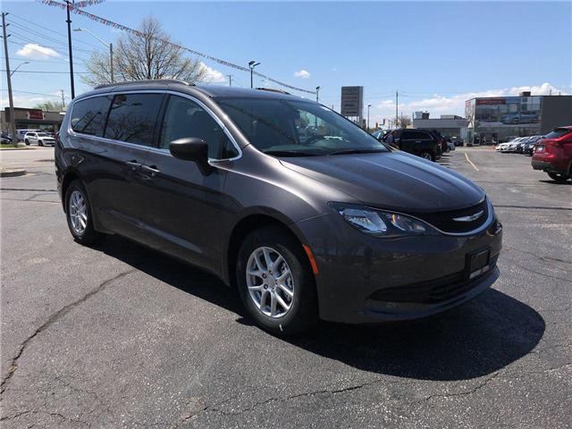 2018 Chrysler Pacifica LX (Stk: 1866) in Windsor - Image 1 of 11