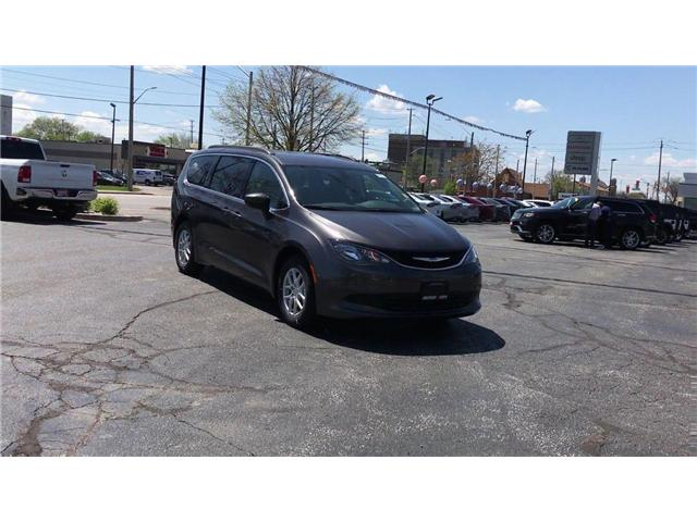 2018 Chrysler Pacifica LX (Stk: 1866) in Windsor - Image 2 of 11