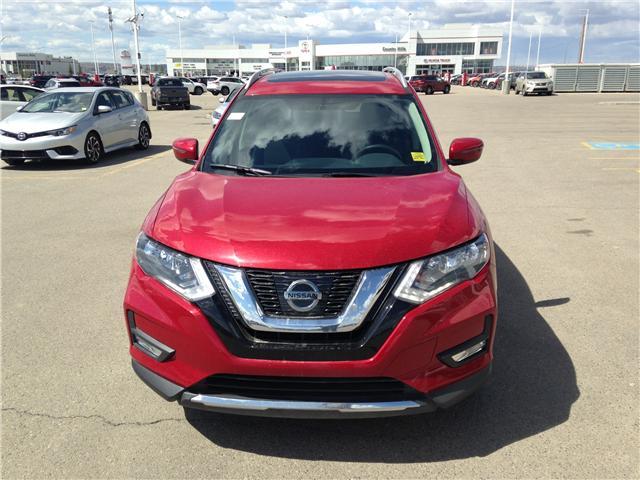 2017 Nissan Rogue SV (Stk: 284087) in Calgary - Image 2 of 15