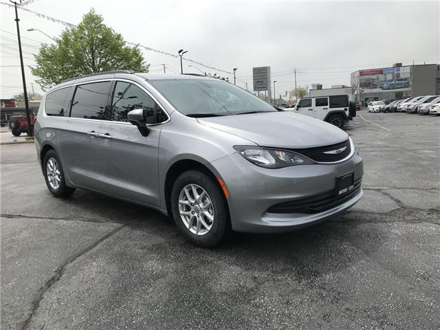 2018 Chrysler Pacifica LX (Stk: 18122) in Windsor - Image 1 of 11