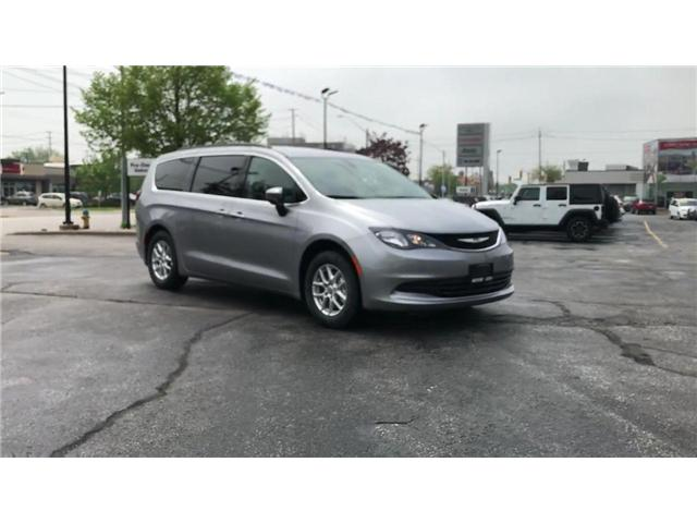 2018 Chrysler Pacifica LX (Stk: 18122) in Windsor - Image 2 of 11