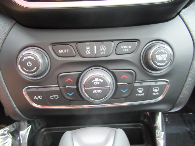 2019 Jeep Cherokee Limited (Stk: K188026) in Surrey - Image 10 of 16