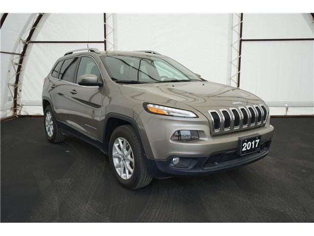 2017 Jeep Cherokee North (Stk: 1714361R) in Thunder Bay - Image 1 of 17