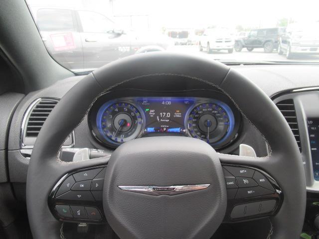 2017 Chrysler 300 S (Stk: EE892240) in Surrey - Image 12 of 26