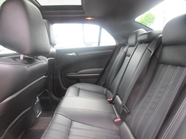 2017 Chrysler 300 S (Stk: EE892240) in Surrey - Image 18 of 26