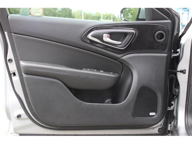 2016 Chrysler 200 C (Stk: N194619A) in Courtenay - Image 17 of 28