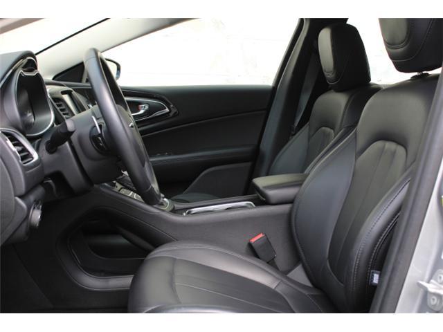 2016 Chrysler 200 C (Stk: N194619A) in Courtenay - Image 5 of 28